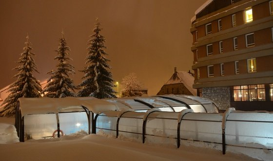 Outdoor covered and heated swimming pool The Hotel of Baqueira Beret